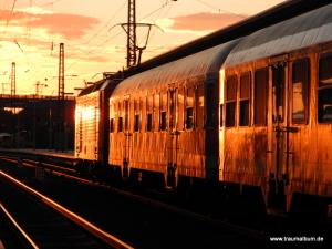 Zug bei Sonnenuntergang für anfang