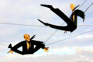 Fliegende Männer – Kunstinstallation in Wörth