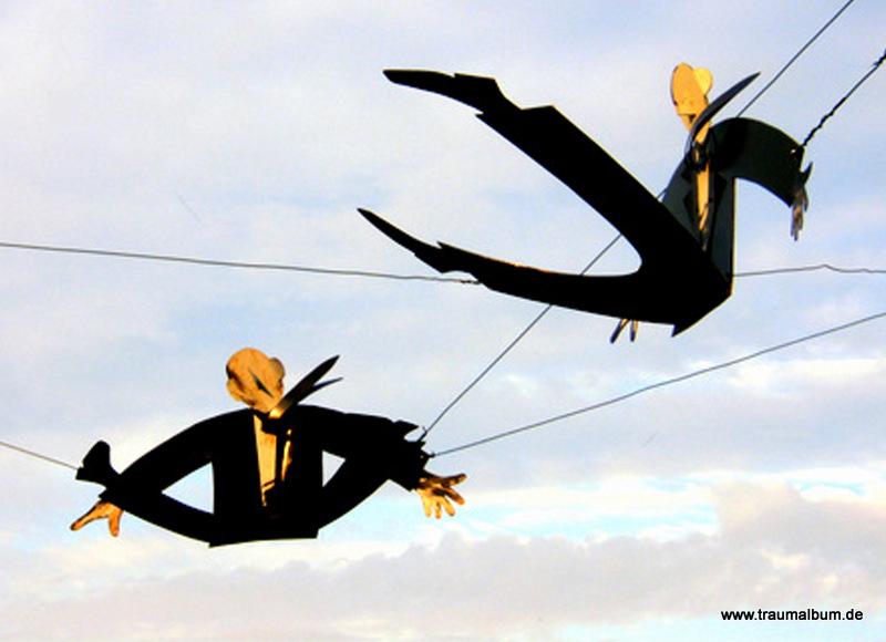 Kunstinstallation Fliegende Männer