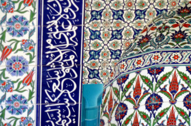 In der Moschee – wunderschöne Kacheln arabischer Art