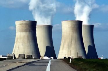 Temelin und die Kühltürme vom Atomkraftwerk