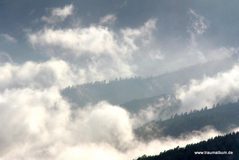 Passatwolken an den Bergen von Teneriffa