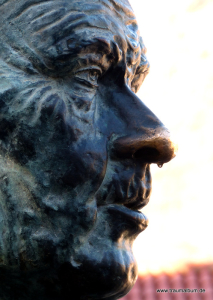 Denkmal mit tropfender Nase