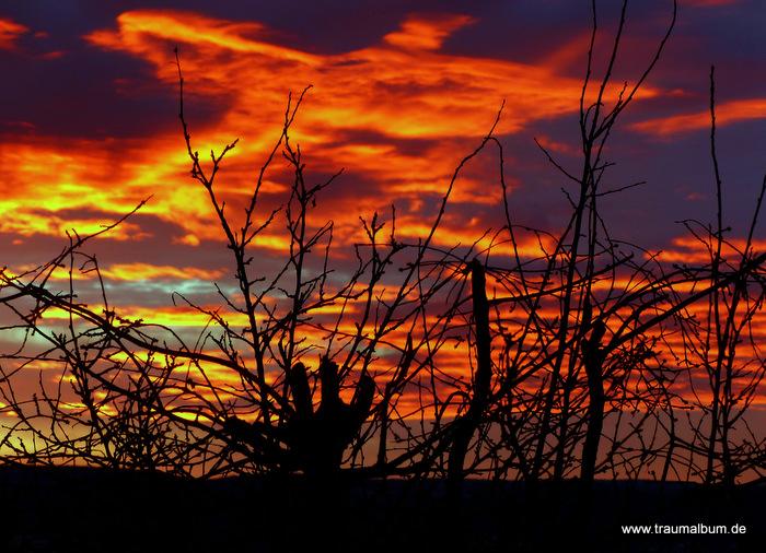 Sonnenaufgang und der Himmel brennt