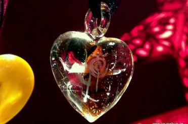 Herz aus Glas vom Weihnachtsmarkt für das Montagsherz