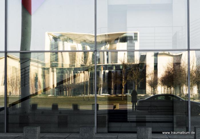 Paul Löbe Haus – eine Spiegelung in Berlin