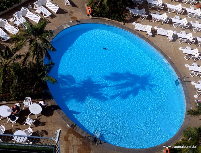 Am Pool - Am Pool - View Down oder: Der Blick nach unten