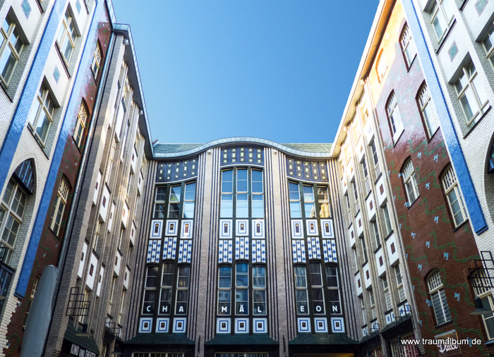 Fenster zum Hof in den Hackeschen Höfen in Berlin