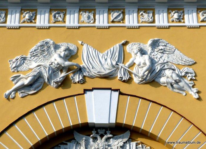 Engel an Fassade der Admiralität