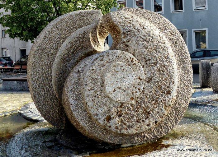 Brunnen mit Spiralen