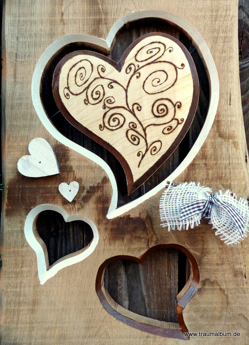 Herzen und Dekoration aus Holz