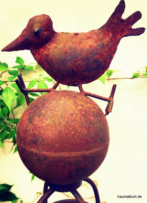 Rostiger Vogel im Garten für die Rostparade #15