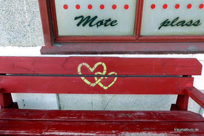 Bank mit Herz in Norwegen für das Montagsherz #206