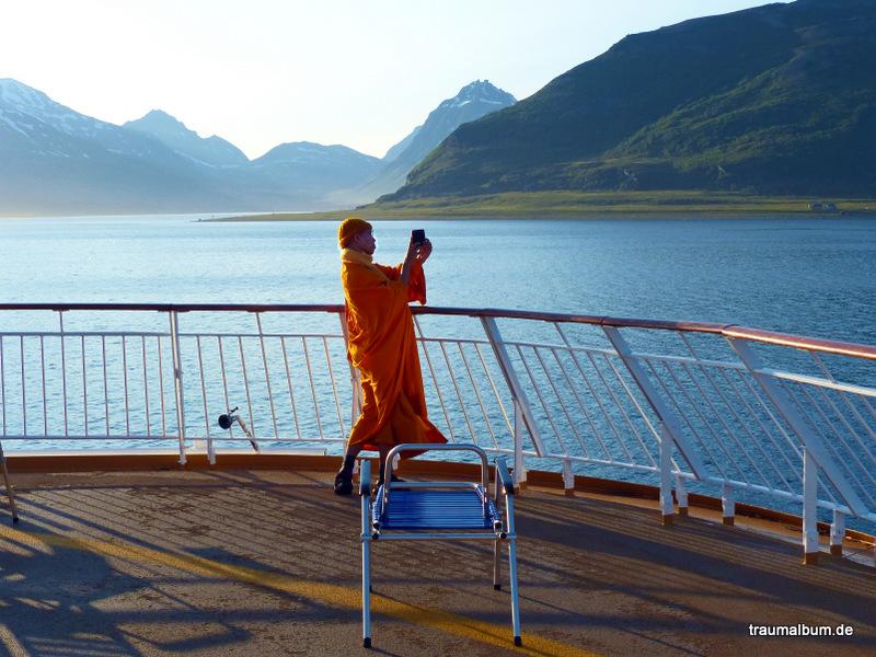 Ein Mönch in der Landschaft – Hurtigruten international