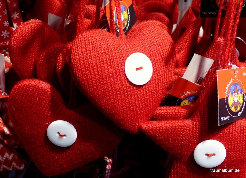 Rote Strickherzen aus Norwegen für das Montagsherz #209