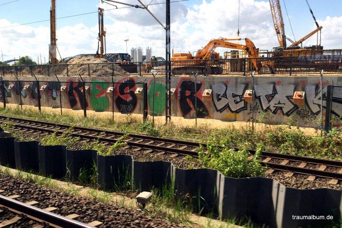 Urbane Schönheit – Blick von Brücken über Eisenbahnlinien
