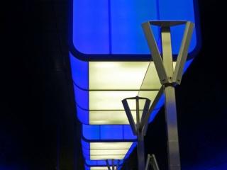 Blau 320x240 c - Lichtshow in der Station HafenCity Universität Hamburg