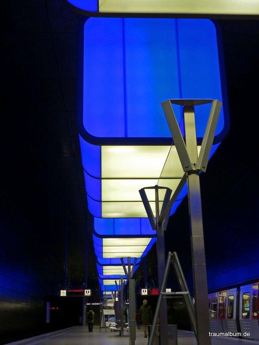 Lightshow an der U-Bahn-Station Hafencity Hamburg