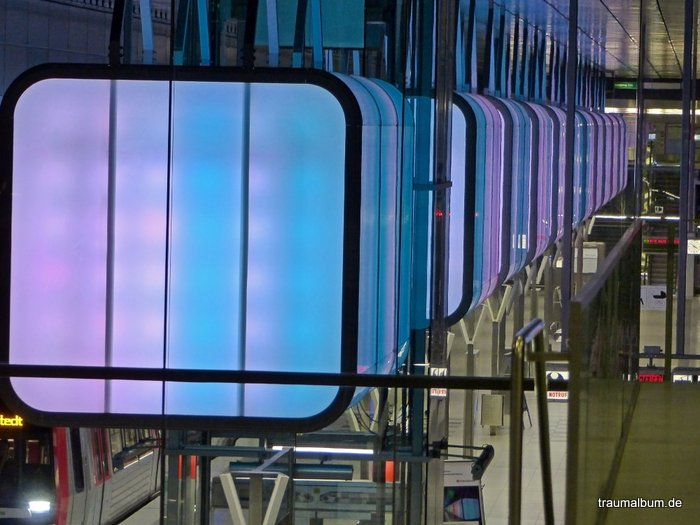 Lichtshow in der Station HafenCity Universität Hamburg