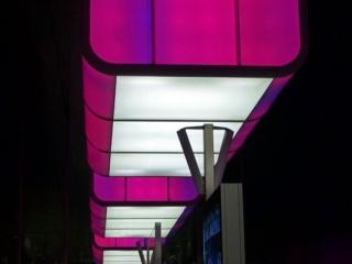 Pink 320x240 c - Lichtshow in der Station HafenCity Universität Hamburg