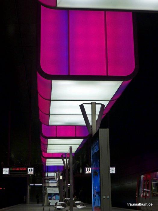Lightshow an der U-Bahnstation Hafencity Hamburg