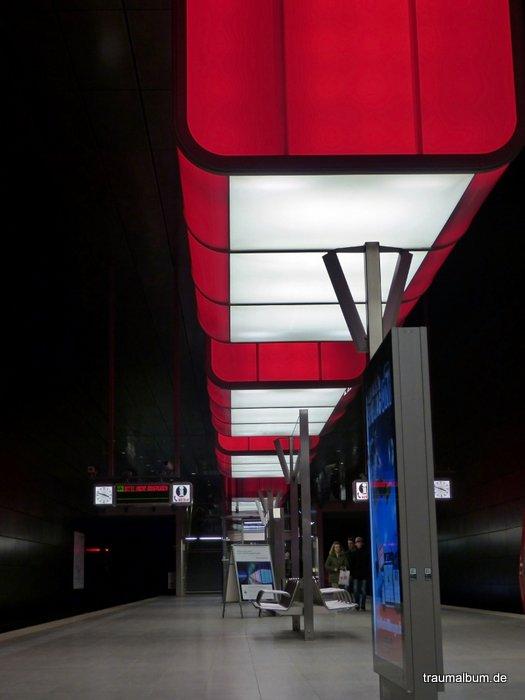 Lichtshow an der U-Bahnstation Hafencity