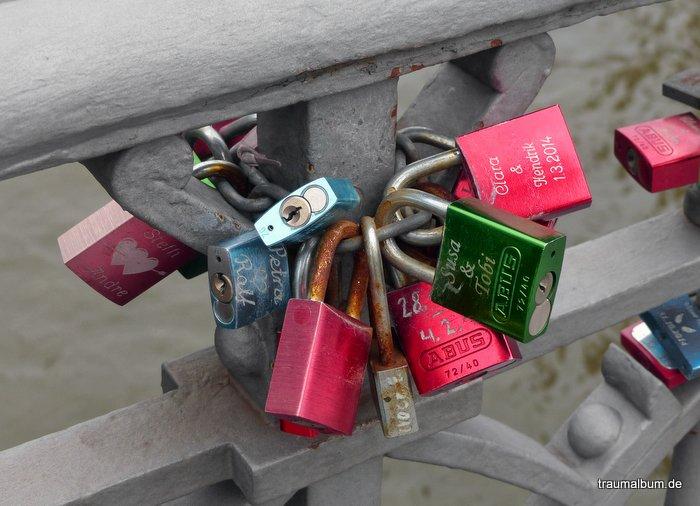 Liebesschlösser am Hamburger Hafen