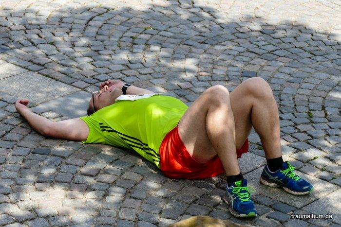 erschöpfter läufer beim Citylauf Aschaffenburg