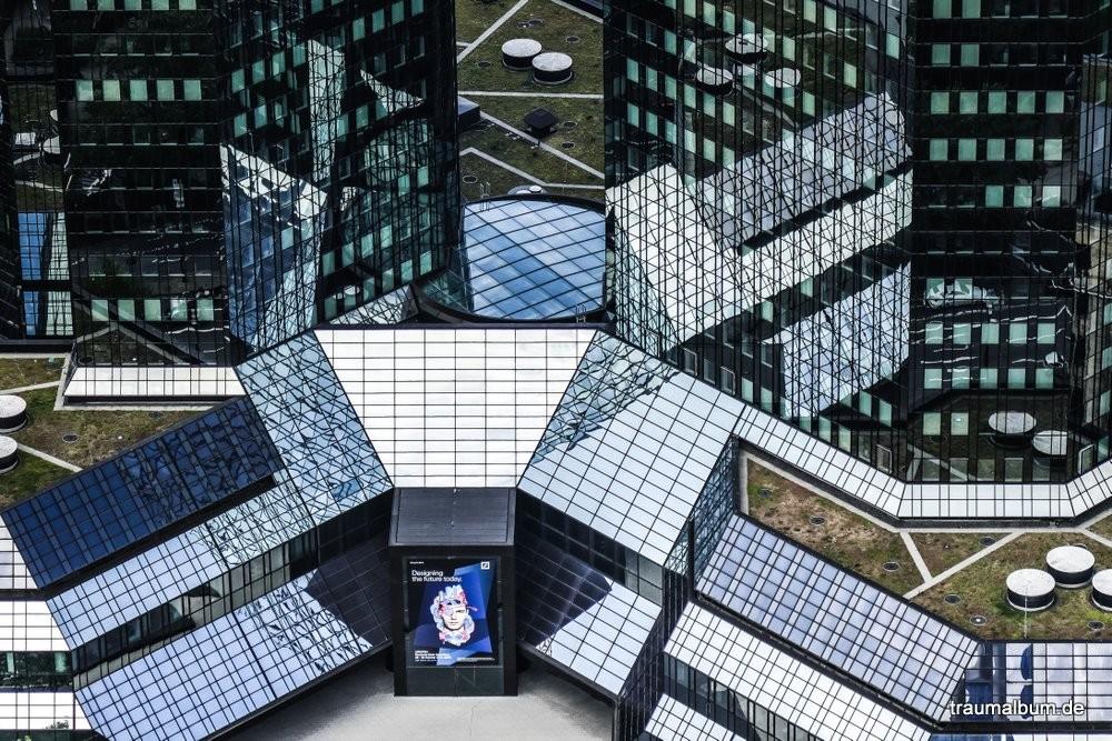 frankfurt 1000x1100 - Spiegelkabinett - Das Abbild der Abstraktion in der Reflektion