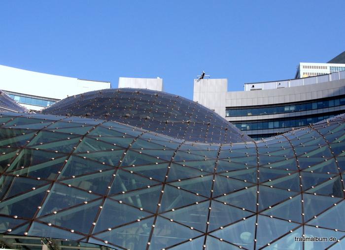 Einkaufspassage Zlote Tarasy Glasdach mit moderner Architektur