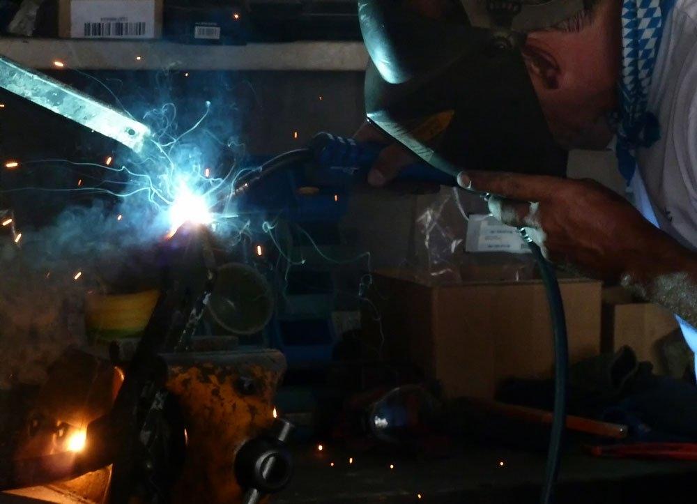 Funkenflug beim Schweißen werkstatt industrials traumalbum